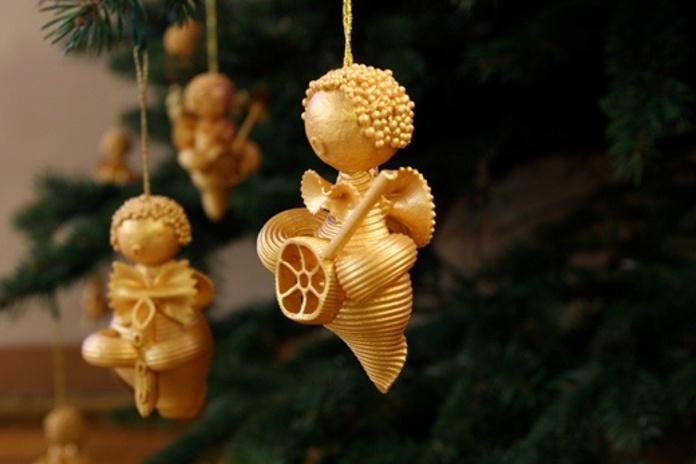 Новорічні прикраси з макаронів