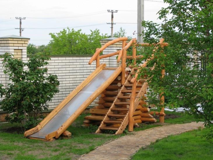 Как построить детскую деревянную горку своими руками 80