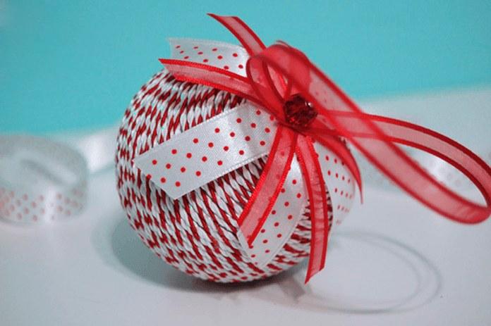 Новорічна кулька з нитки