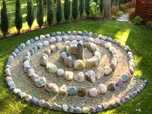 Клумби з каменів - найкращі ідеї