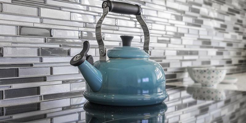 Фартух для кухні: МДФ, мозаїка, скиналі, дзеркало, метал, камінь, грифель