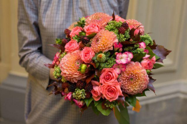 Правила квіткового етикету: які квіти можна дарувати чоловікам?
