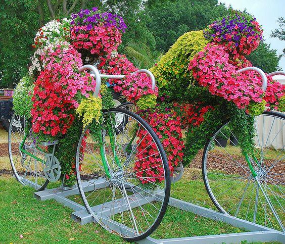 Квіткові композиції з велосипедом