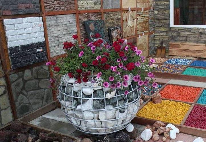 Квітники з габіонів