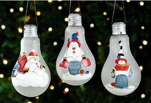 Новорічні прикраси з електричних лампочок