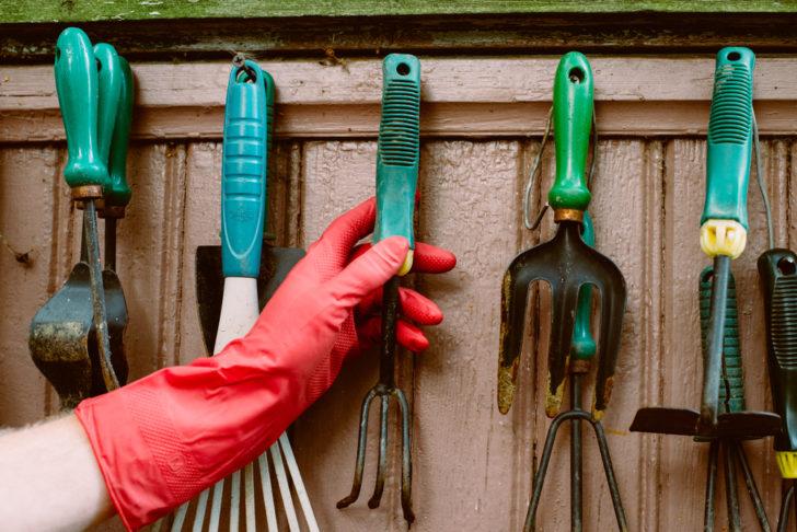 Ідеї для зберігання садових інструментів