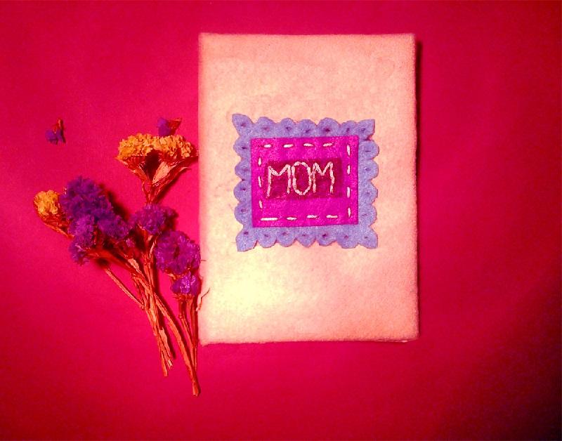 Робимо приємну листівку на День матері