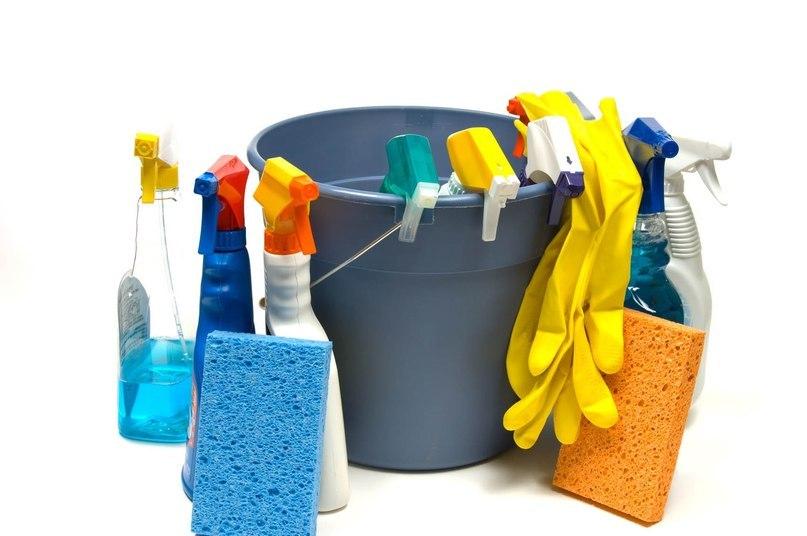 Як і чим мити натяжні стелі