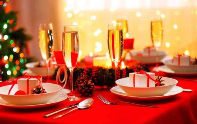 Прикрашаємо новорічний стіл