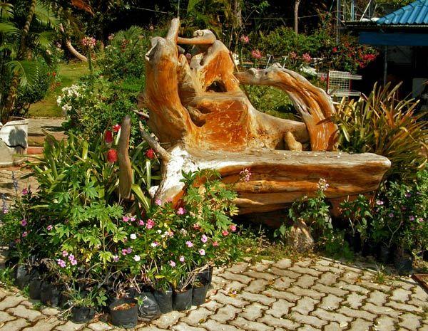 Садові меблі з коріння дерева