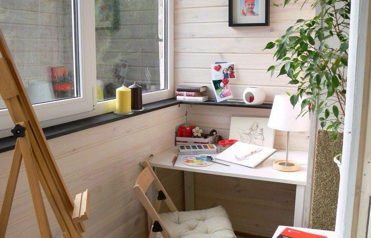 Робоче місце на балконі