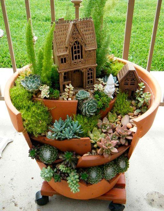 Міні-сад в розбитому горщику