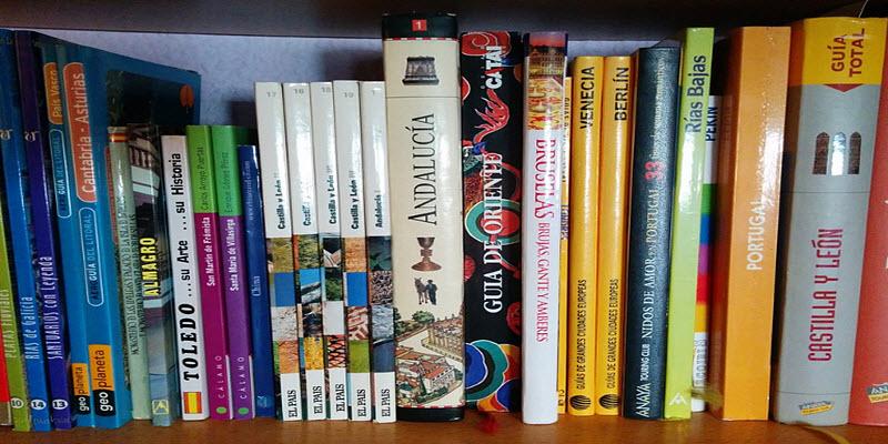 Книжковий стелаж