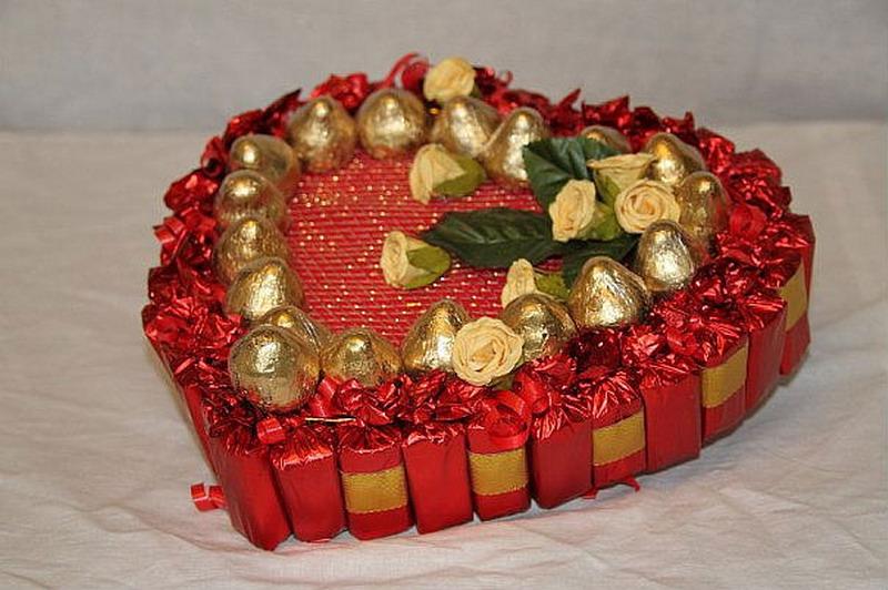 Валентинка з цукерок