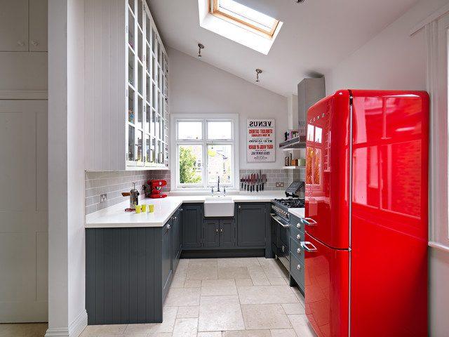 Яскравий холодильник в інтер'єрі